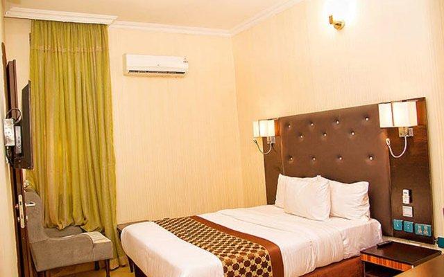 Отель Lakeem Suites - Agboyin Surulere комната для гостей