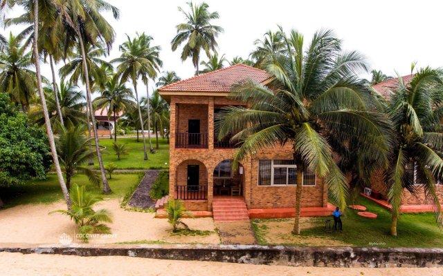 Отель Coconut Grove Beach Resort вид на фасад
