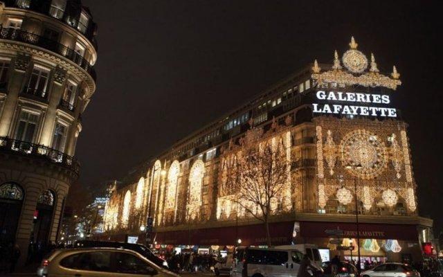 Hotel Queen Mary Paris вид на фасад