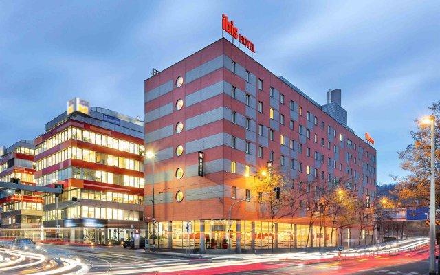 Отель Ibis Praha Mala Strana вид на фасад