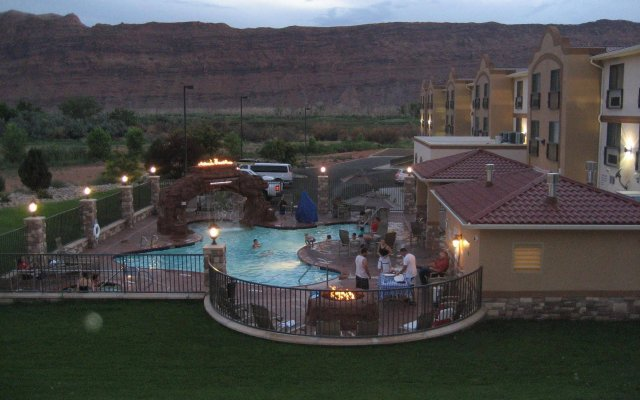 holiday inn express suites moab moab united states of america rh zenhotels com
