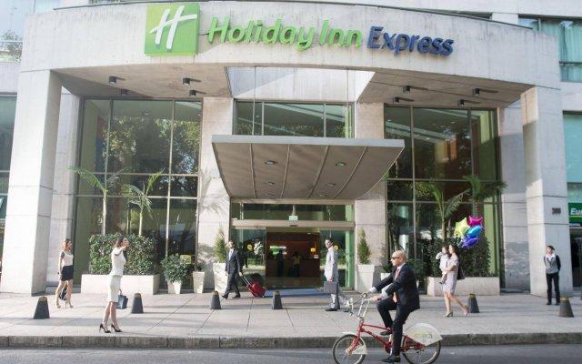 Отель Holiday Inn Express Mexico-Paseo De La Reforma Мексика, Мехико - отзывы, цены и фото номеров - забронировать отель Holiday Inn Express Mexico-Paseo De La Reforma онлайн вид на фасад