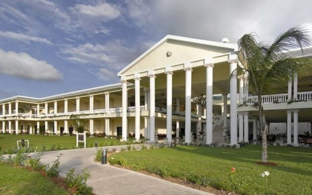 Отель Grand Palladium Lady Hamilton Resort & Spa All Inclusive вид на фасад