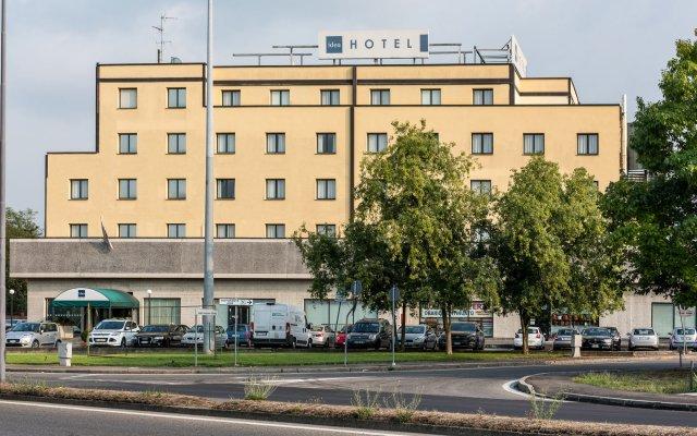 Отель Idea Hotel Piacenza Италия, Пьяченца - 1 отзыв об отеле, цены и фото номеров - забронировать отель Idea Hotel Piacenza онлайн вид на фасад