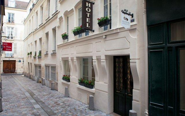 Отель Le Clos Notre Dame Париж вид на фасад