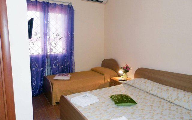 Отель Luana Inn Airport Фьюмичино комната для гостей