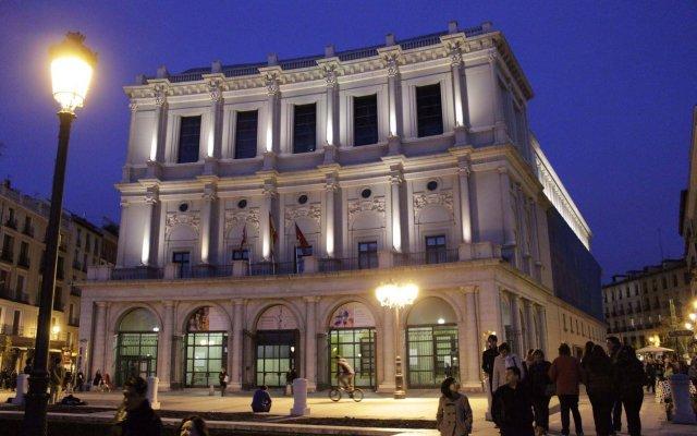 Отель Oriente Suites вид на фасад