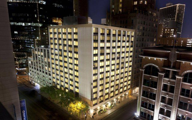 Отель Embassy Suites Fort Worth - Downtown вид на фасад