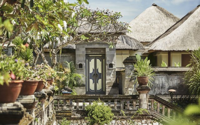 Отель Four Seasons Resort Bali at Jimbaran Bay вид на фасад