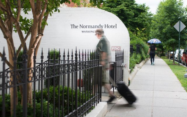 The Normandy Hotel вид на фасад