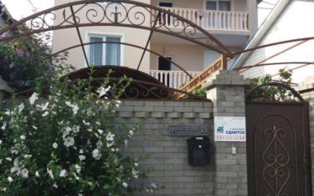 Отель Ogonek Guest House Сочи вид на фасад