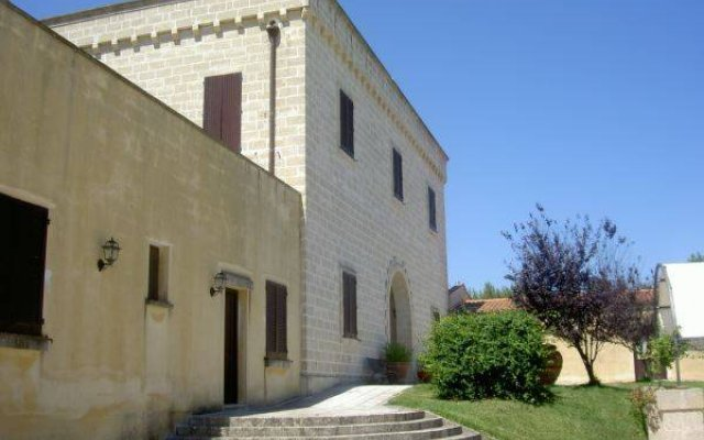 Отель Tenuta Santicuti Верноле вид на фасад