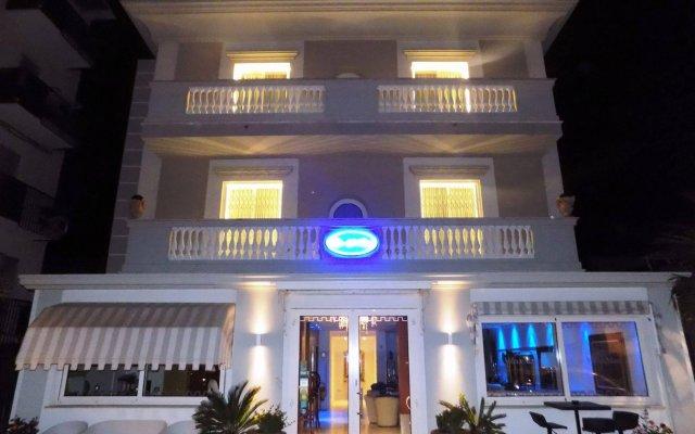 Отель Villa Del Mare Римини вид на фасад