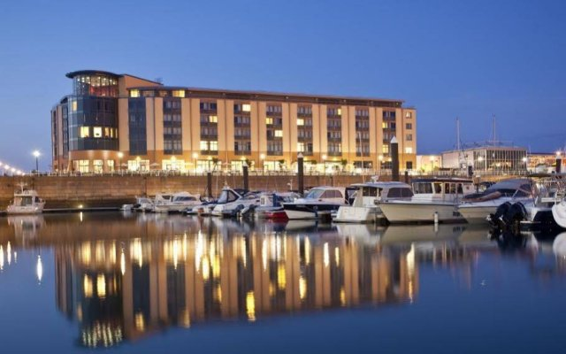 Radisson Blu Waterfront Hotel, Jersey вид на фасад