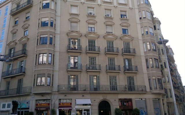 Гостевой Дом Allys Барселона вид на фасад