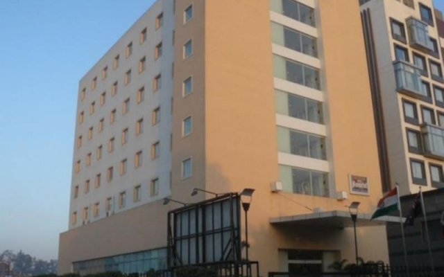 Отель Tulip Inn West Delhi вид на фасад