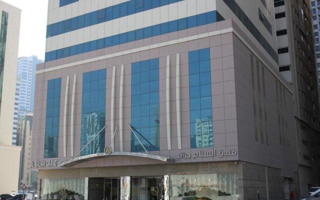 Отель Al Salam Grand Hotel-Sharjah ОАЭ, Шарджа - отзывы, цены и фото номеров - забронировать отель Al Salam Grand Hotel-Sharjah онлайн вид на фасад