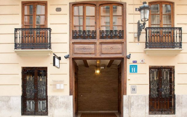 Отель Ad Hoc Monumental Hotel Испания, Валенсия - отзывы, цены и фото номеров - забронировать отель Ad Hoc Monumental Hotel онлайн вид на фасад