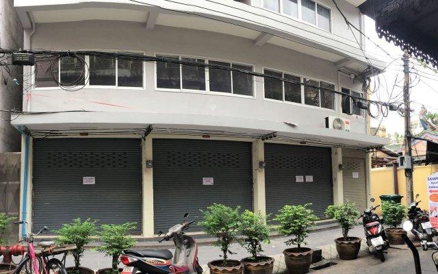Апартаменты Sampheng Apartment вид на фасад