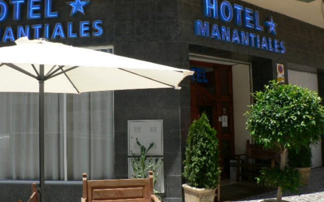 Hotel Manantiales вид на фасад