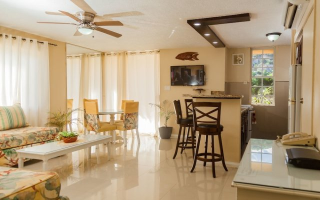 Апартаменты Ocho Rios Vacation - Apartment комната для гостей