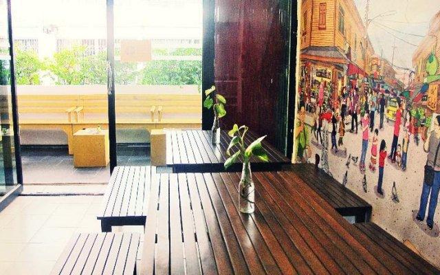 De Talak Hostel Бангкок вид на фасад