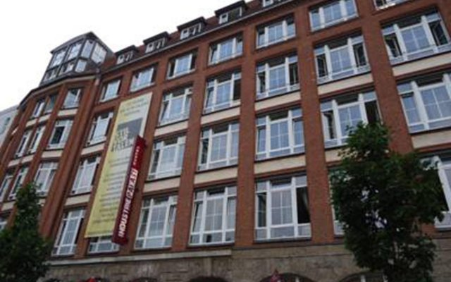 Отель Industriepalast Hostel & Hotel Berlin Германия, Берлин - 7 отзывов об отеле, цены и фото номеров - забронировать отель Industriepalast Hostel & Hotel Berlin онлайн вид на фасад
