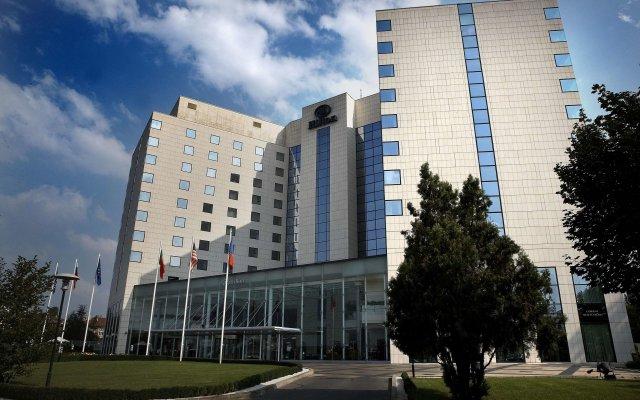 Отель Hilton Sofia Болгария, София - отзывы, цены и фото номеров - забронировать отель Hilton Sofia онлайн вид на фасад
