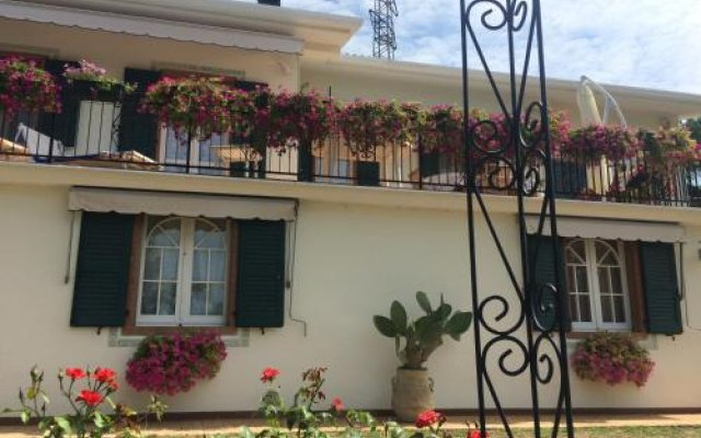 Отель Villa Poggio Ulivo B&B Relais Риволи-Веронезе вид на фасад