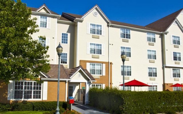 Отель TownePlace Suites Milpitas Silicon Valley вид на фасад