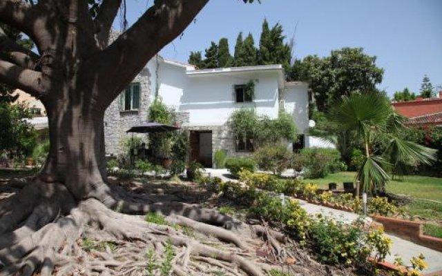 Отель Hostal Los Geranios Del Pinar Торремолинос вид на фасад