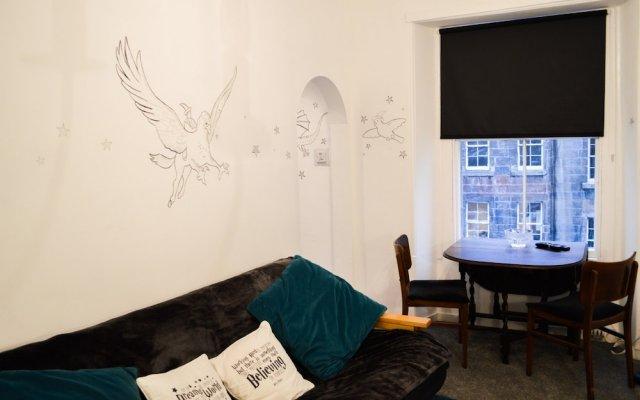 Отель Unique Home in the Heart of Edinburgh Великобритания, Эдинбург - отзывы, цены и фото номеров - забронировать отель Unique Home in the Heart of Edinburgh онлайн комната для гостей