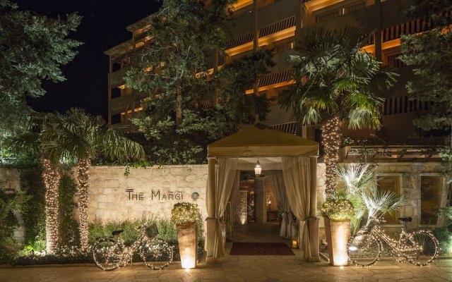 Отель The Margi Афины вид на фасад