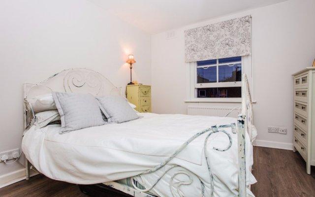 Отель 1 Bedroom Flat Near Maida Vale комната для гостей