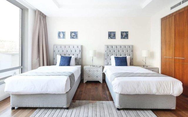 Отель Bright and Luxurious Apt in the Heart of Difc! Дубай комната для гостей