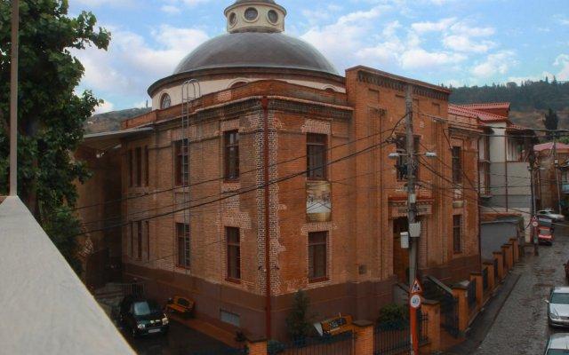 Отель New Palace Shardeni вид на фасад
