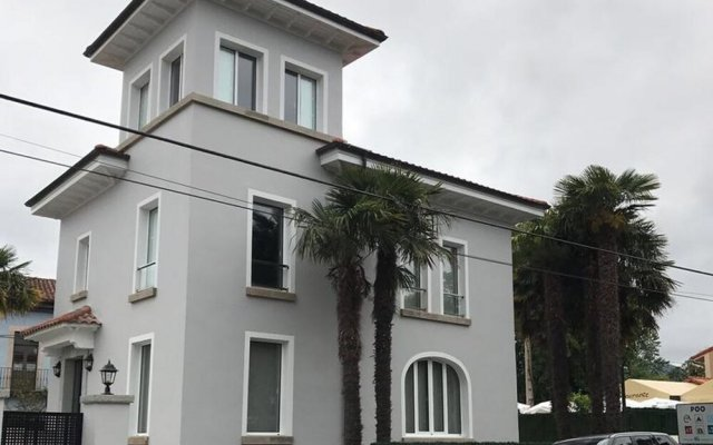 Отель House With 5 Bedrooms in Po de Llanes, With Wonderful sea View, Enclos вид на фасад