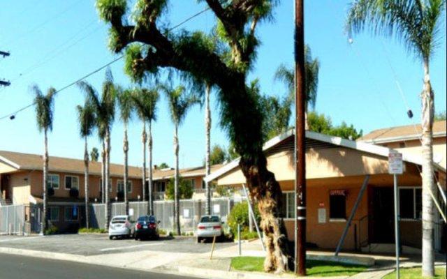 Отель Hyland Motel Van Nuys Лос-Анджелес вид на фасад