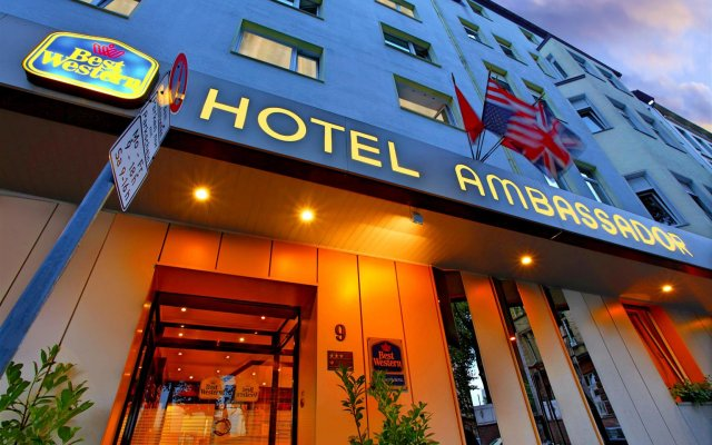 Best Western Ambassador Hotel вид на фасад
