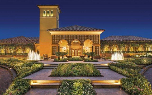 Отель The Ritz-Carlton, Dubai вид на фасад