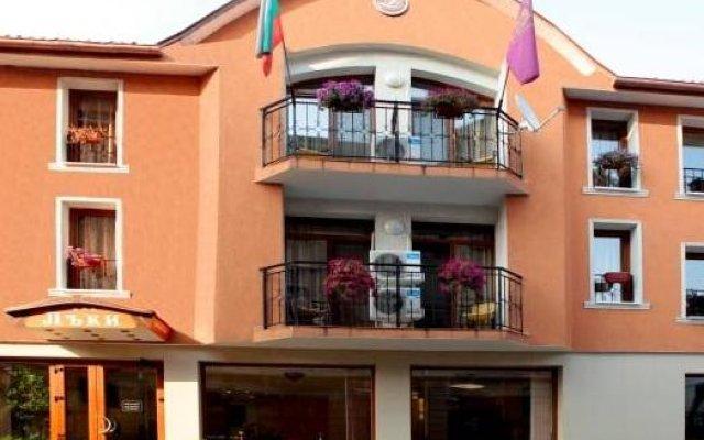 Отель Lucky Hotel Болгария, Велико Тырново - отзывы, цены и фото номеров - забронировать отель Lucky Hotel онлайн вид на фасад