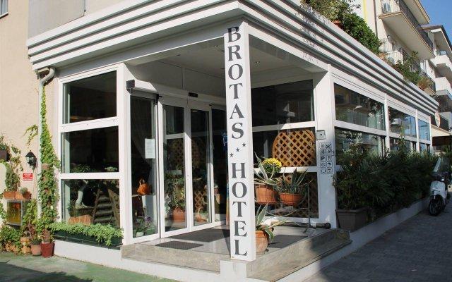 Hotel Brotas вид на фасад