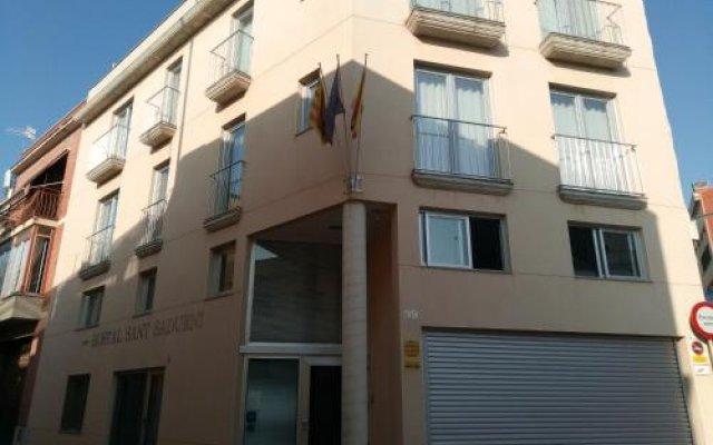 Отель Hostal Sant Sadurní вид на фасад
