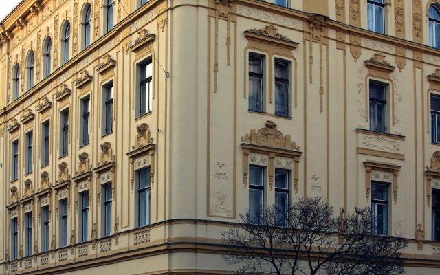 Апартаменты Smeralova Apartments вид на фасад