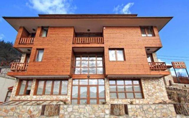 Отель Rodope Nook Guest house Болгария, Чепеларе - отзывы, цены и фото номеров - забронировать отель Rodope Nook Guest house онлайн вид на фасад