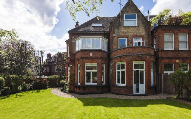 Отель Luxurious Hampstead Home with Gorgeous Garden вид на фасад