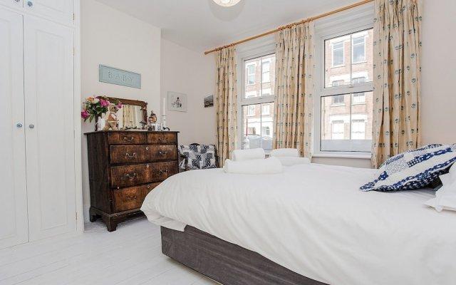 Апартаменты Beautiful 2 Bedroom Garden Apartment комната для гостей