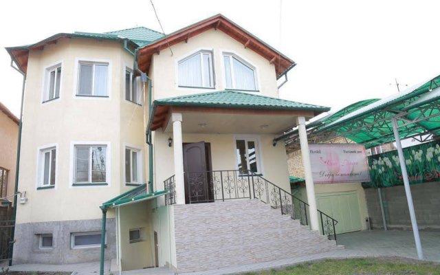 Отель Hostel Casa Blanca Кыргызстан, Бишкек - 1 отзыв об отеле, цены и фото номеров - забронировать отель Hostel Casa Blanca онлайн вид на фасад
