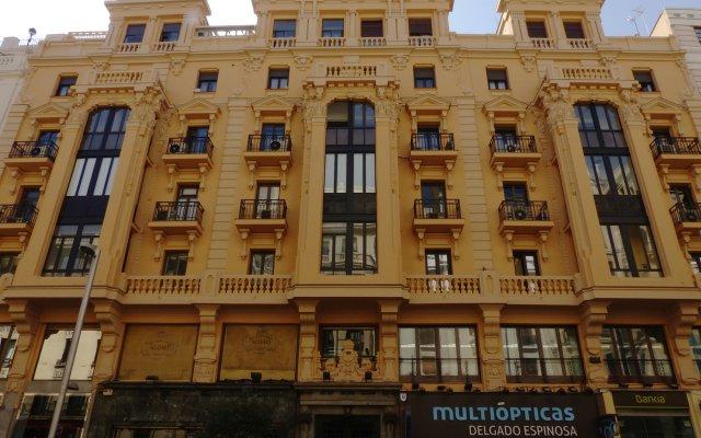 Отель Hostal Montecarlo вид на фасад