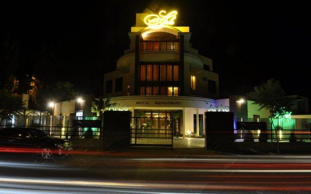 Гостиница Арле вид на фасад